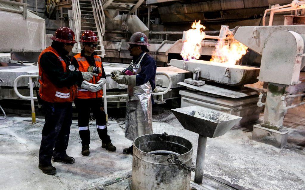 Retiros del 10% y alza del cobre elevan proyecciones del FMI para Chile en 2021