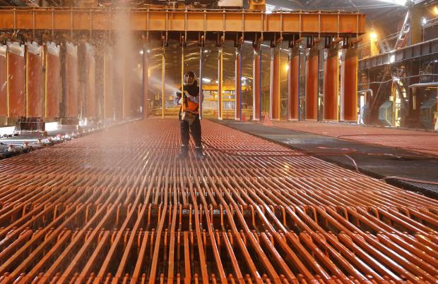 Precio del cobre repunta tras señales de China de que mantendrá la liquidez del mercado financiero